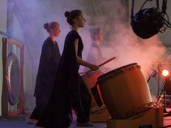 "The yogi Nanak Dev Singh and his taiko drum group ""Spirit"" in Berlin"
